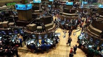 华尔街的股市暴跌向全球蔓延  投资者需要调整策略应对市场的高波动期