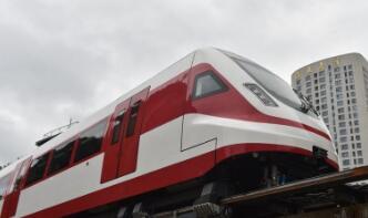 国防科技大学领衔研制的新型磁浮列车工程样车运行试验成功