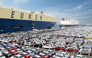 汽车生产商上个月向中国出口的汽车价值创出74亿美元这一记录水平