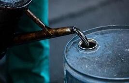 """成品油价今日或迎年内""""第十涨"""" 加满一箱油约多花4元钱"""
