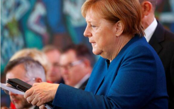 """默克尔政党遭""""惩罚"""" 惨败汉堡议会选举"""