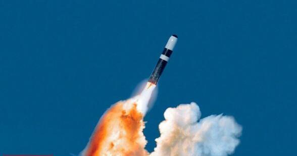 """英证实潜射核弹头更换计划 美""""抢发""""消息在英国引发震动"""