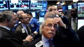 道指暴跌逾900点!银行股遭重挫,恐慌指数跳水