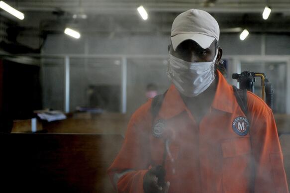 疫情冲击经济,印度三分之一企业4月份未能上缴员工社保